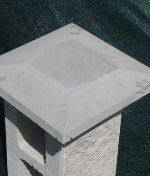 Kúpos beton kerítés fedkő pillérre
