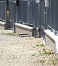 Szürke műkő kerítés fedlap kétoldali lejtéssel 5-7 cm vastag vízorral