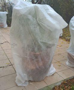 Téli növénytakaró zsák fagy ellen, növények fagy elleni védelme