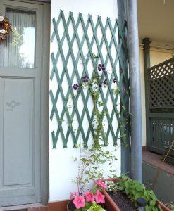 Virágfuttató apácarács , harmonikaszerűen kihajtható, keret nélkül